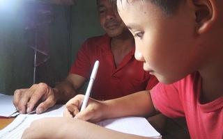Bao lam lũ, cực khổ cha mẹ chịu hết, chỉ cần con được đến trường