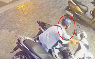 Video: Trộm bẻ khóa lấy đi xe SH chỉ trong 15s ở TP.HCM