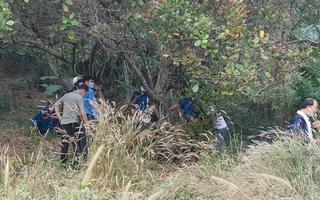 Video: Phát hiện thi thể người đàn ông đang phân hủy trên ngọn cây