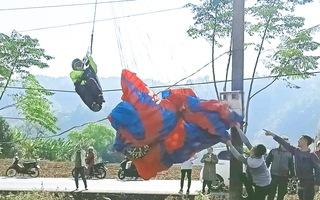 Video: Vận động viên nhảy dù bị vướng vào dây điện ở Lai Châu
