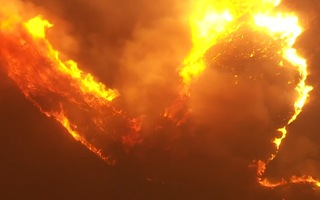 Video: Cháy lớn tại căn cứ thủy quân lục chiến Mỹ