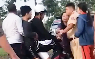 Video: Bắt khẩn cấp 2 người liên quan video CSGT bị đánh trên đường Nguyễn Văn Linh