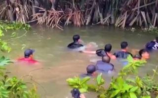 Video: Trinh sát ngâm mình dưới nước nhiều giờ để triệt phá sòng tài xỉu giữa đầm