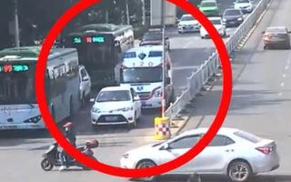Video: Người phụ nữ không nhường đường cho xe cấp cứu vì sợ bị phạt vượt đèn đỏ