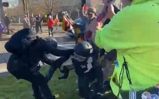 Video: Hỗn chiến trên đường phố vì... bầu cử tổng thống Mỹ