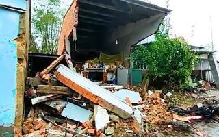 Video: Xe container tông 7 nhà dân, nhiều người thoát chết ở Quảng Nam