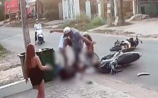 Video: Người đàn ông lao vào đánh nữ sinh dã man sau tai nạn ở Bình Dương