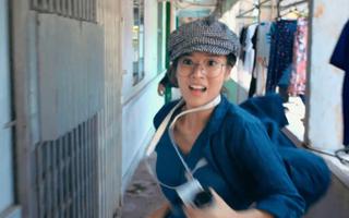 Video: Hoàng Yến Chibi bị trượt chân 'suýt tai nạn' khi đóng phim