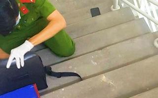 Video: Nghệ sĩ Chí Tài được phát hiện nằm bất động ở cầu thang chung cư trước khi đưa vào bệnh viện