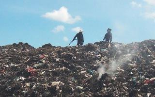Video: Bãi rác cháy lớn ở Tiền Giang, 2 ngày chưa được dập tất