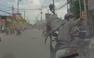 Video: Băng cướp táo tợn dùng bình xịt hơi cay tấn công người đi đường