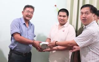 Video: Người bán quán cơm nhặt được 280 triệu đồng đem trả lại cho người đánh mất