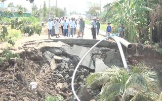 Video: Sạt lở nghiêm trọng trên tỉnh lộ 873, giao thông bị chia cắt