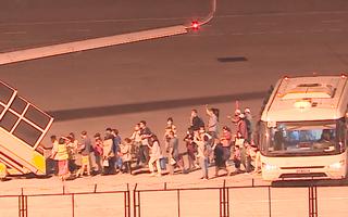 Video: Đoàn du khách Daegu rời Đà Nẵng về Hàn Quốc lúc nửa đêm