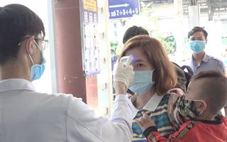 Video: Kiểm soát nghiêm ngặt dấu hiệu dịch corona tại Ga Sài Gòn