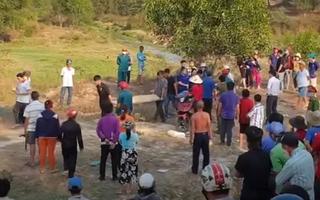 Video: Hai bé gái chết đuối, người dân góp tiền lo hậu sự