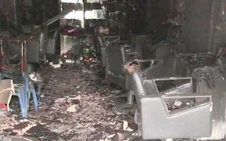 Video: Cháy nhà, 14 xe máy bị thiêu rụi, 6 sinh viên tháo chạy ra ngoài bằng lối thoát hiểm