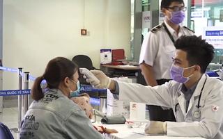Video: Nhiều bác sĩ thức trắng đêm phòng chống dịch ở sân bay Tân Sơn Nhất