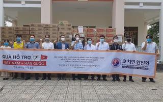 Hội Hàn Kiều tại TP.HCM tặng quà cho Khu cách ly tập trung của Thành phố ở Củ Chi