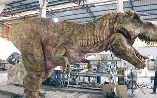 Cận cảnh quy trình sản xuất mô hình khủng long y như thật tại TP.HCM