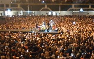 Video: Hàng ngàn người không đeo khẩu trang dự hòa nhạc ở Anh, bất chấp dịch COVID-19