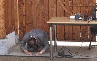 Video: Giáo chủ Tân Thiên Địa quỳ gối xin lỗi vì nhiều tín đồ nhiễm dịch COVID-19