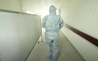 Video: Một ngày đặc biệt tại bệnh viện đang điều trị cho 46 ca nhiễm COVID-19 ở Hà Nội