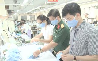 Video: Quân khu 7 sản xuất trên 10.000 khẩu trang cung cấp cho quân đội và người dân
