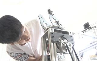 Video: Robot khử khuẩn 'made in Viet Nam' hỗ trợ y, bác sĩ chống COVID-19