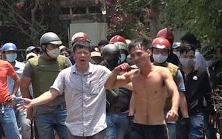 Video: Công an nổ súng, vây bắt đối tượng ngáo đá cầm dao cướp tài sản