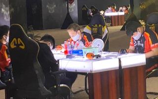 Video: Gần 100 game thủ đấu nhau bất chấp lệnh cấm tụ tập