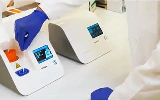 Video: Thiết bị xét nghiệm COVID-19 trong 5 phút của Mỹ có gì đặc biệt ?