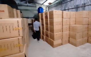 Video: Tạm giữ gần 1 triệu khẩu trang trong kho hàng ở quận Tân Phú