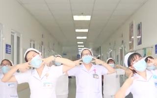 Video: Hàng chục y bác sĩ hai bệnh viện nhảy điệu 'Ghen Cô Vy'