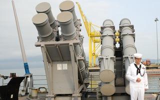 Video: Cận cảnh tàu tuần dương hạm USS Bunker Hill tại cảng Tiên Sa, Đà Nẵng