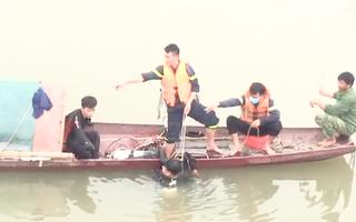 Video: 2 vợ chồng nghèo đi đánh cá trên sông Mã bị nước xoáy cuốn lật úp thuyền