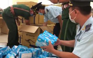 Video: Bắt giữ xe tải chở hơn 164.000 khẩu trang y tế không rõ nguồn gốc
