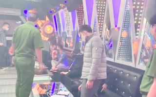 Video: Bắt 11 thanh niên tụ tập hát karaoke, sử dụng ma túy trong đại dịch COVID-19