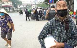 Video: Hà Nội phát gạo miễn phí bằng hệ thống tự động