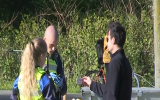 Video: Hà Lan phạt nặng những người không giữ khoảng cách 1,5m
