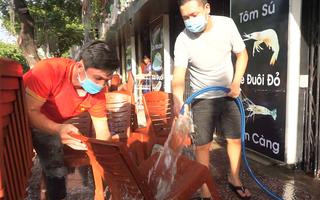 Video: Lau chùi bàn ghế, quán sá chuẩn bị chờ kinh doanh trở lại
