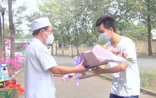 Video: Bệnh nhân mắc COVID-19 ở Đồng Nai xuất viện đúng ngày sinh nhật