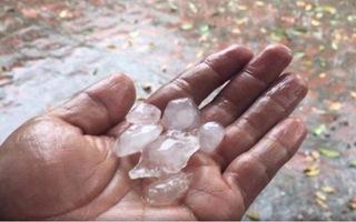 Video: Hiện tượng lạ, TP.HCM xuất hiện mưa đá ở quận 12