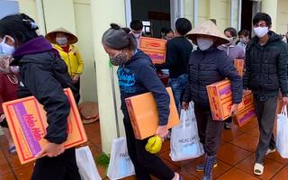 Hàng trăm phần quà tặng người trồng hoa bị ảnh hưởng vì dịch COVID-19 ở Hà Nội