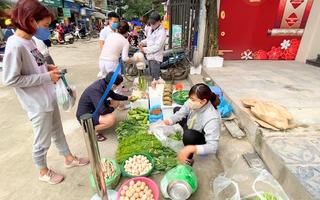 Video: Chợ căng dây, yêu cầu người mua bán giãn cách an toàn