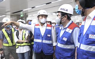 Chủ tịch UBND TP.HCM Nguyễn Thành Phong kiểm tra ga ngầm Nhà hát thành phố