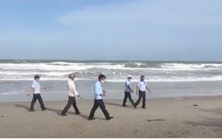 Video: Nhiều người bất chấp biển cấm vượt rào xuống biển Vũng Tàu tắm