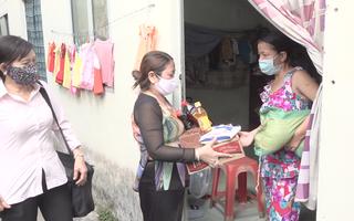 Video: Gần 650 người bán vé số bị thất nghiệp bởi dịch Covid -19 được nhận quà