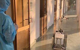 Video: Sử dụng robot khử khuẩn phòng cách ly ở Việt Nam