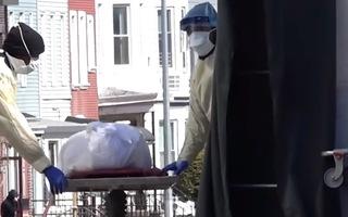 Video: Mỹ đối mặt với số ca tử vong 'kinh khủng',  với gần 1.500 người chết chỉ trong 24 giờ